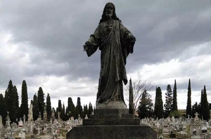 Un Cementerio Lleno de Historias con Gozarte